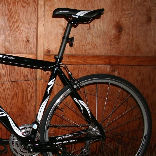 Avoid common cycling injuries. DIY bike fit techniques about how to adjust your bike seat to the right height to prevent knee pain.