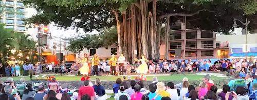 Free hula show on Oahu at Kuhio Beach Park in Waikiki.