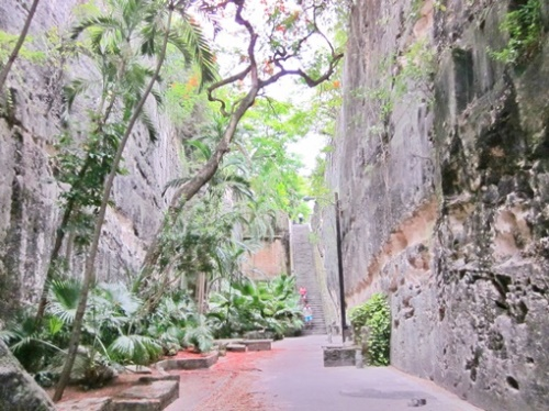 Things to do in Nassau Bahamas: Queens Staircase