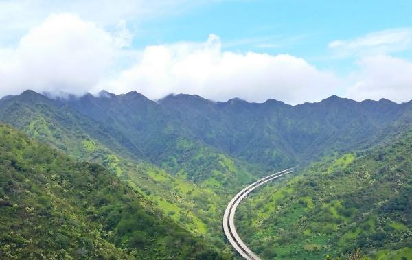 Aiea Loop Trail: Highway on Oahu, Hawaii
