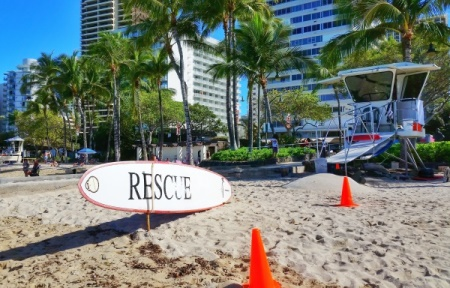 Hawaii packing list: Pack sun bum sunscreen for an instagram pic with the sun bum monkey face on the lifeguard surfboard at Waikiki beach! ;)