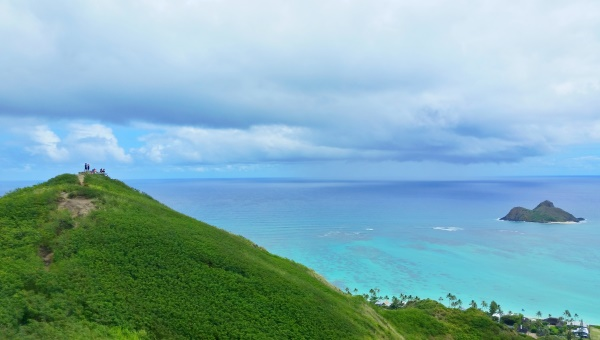 Lanikai Pillbox Hike: Mokes on hiking trail, Oahu, Hawaii