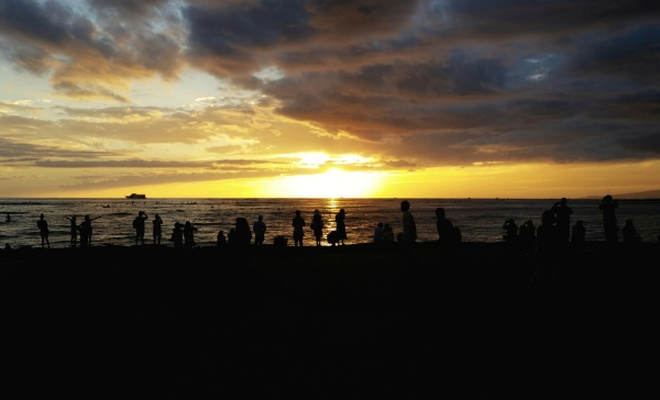 Oahu beaches: Kuhio Beach for free Waikiki hula show, Hawaii