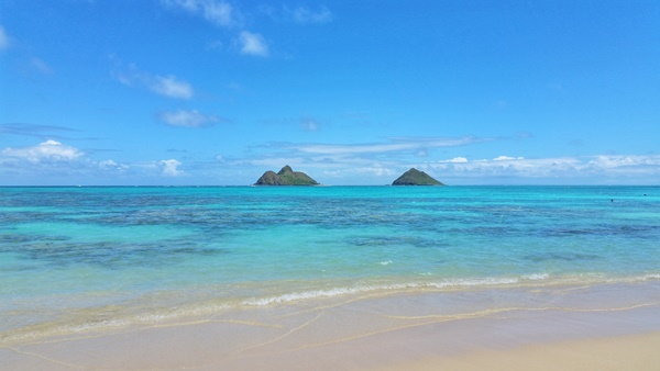 Oahu beaches: Lanikai Beach for view of the Mokes in Kailua, Hawaii