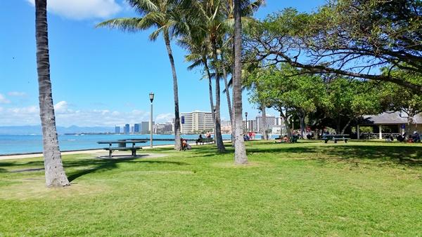 Waikiki Snorkeling: After snorkeling in Waikiki, have a picnic at Sans Souci Beach Park in Oahu, Hawaii