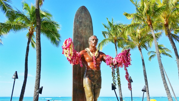 Hawaiian culture: Duke Kahanamoku statue to represent the father of international surfing, olympic swimmer, and ambassador of Aloha, in Waikiki, Hawaii