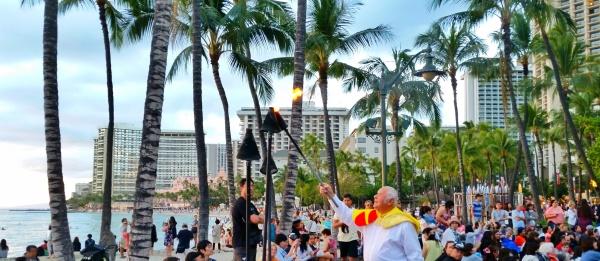Hawaiian culture: Free hula show on Waikiki beach with Hawaiian music and dance, Hawaii