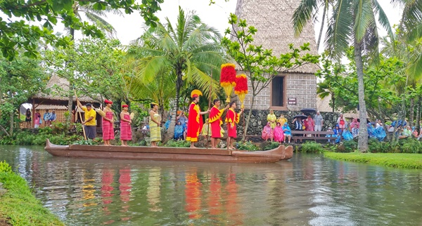Hawaiian culture: Polynesian Cultural Center on the North Shore of Oahu, Hawaii