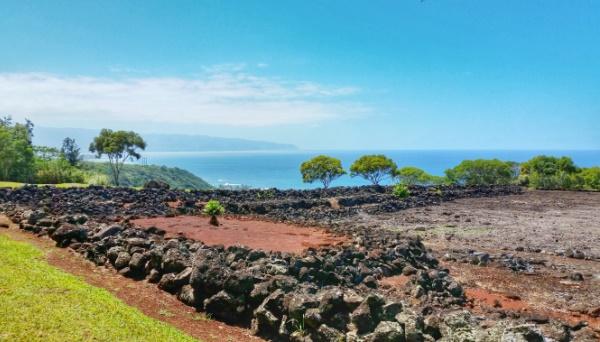 Hawaiian culture: Puu O Mahuka Heiau, an ancient Hawaiian temple that's a Hawaii state historic site, near Waimea Bay on the North Shore, Oahu, Hawaii