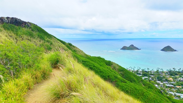 Mokulua Islands: View of the Mokes from the Lanikai Pillbox Hike and Kaiwa Ridge Trail in Oahu Hawaii.