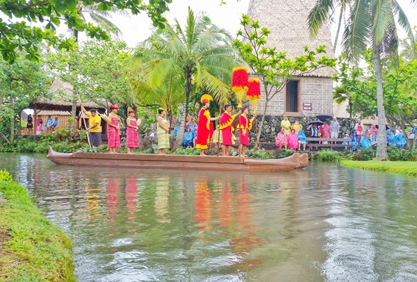 Polynesian Cultural Center, Hawaii: Canoe pageant with Hawaiian royalty culture show