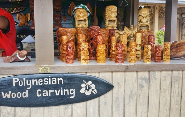 Polynesian Cultural Center, Hawaii: Best Hawaii souvenirs at Hukilau Marketplace with Polynesian wood carving