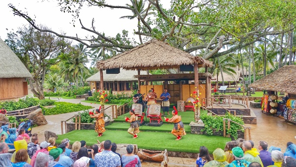 Polynesian Cultural Center, Hawaii: Tonga island village life and culture show