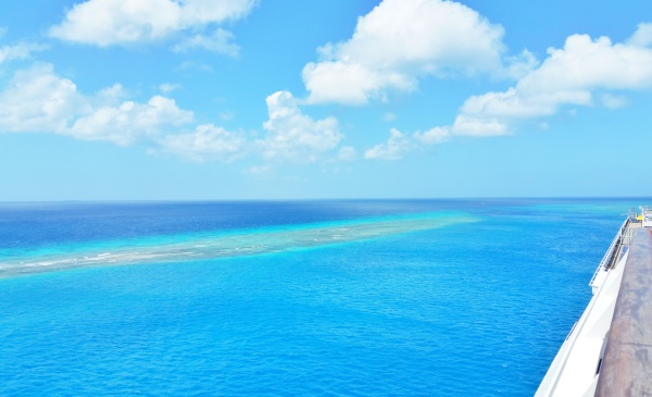 Aruba cruise: Sandbar near Aruba cruise port terminal, southern Caribbean cruise