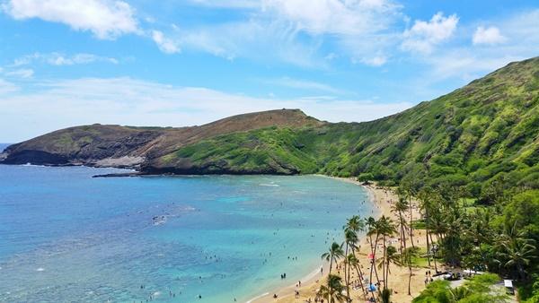 Oahu snorkeling bay: Hanauma Bay snorkeling in Oahu, Hawaii