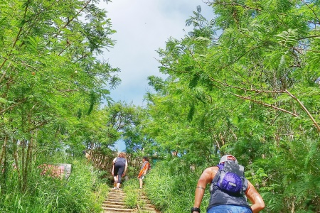 What to wear hiking in Hawaii: Wear a hydration backpack when hiking Koko Head hike in Oahu, Hawaii