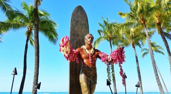 Waikiki Beach: Duke Kahanamoku Statue, Oahu, Hawaii