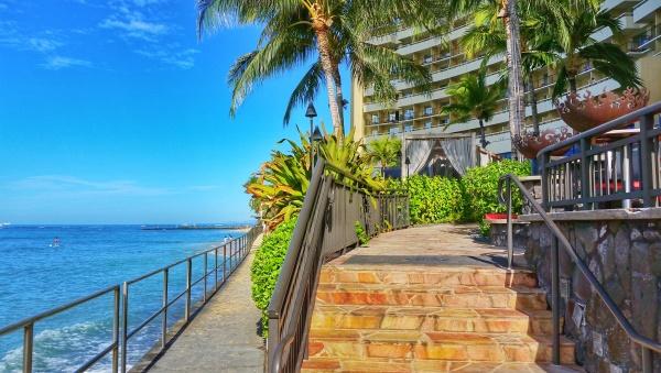 Waikiki Beach: Boardwalk at Sheraton Waikiki Beach Hotel and Resort, Oahu, Hawaii