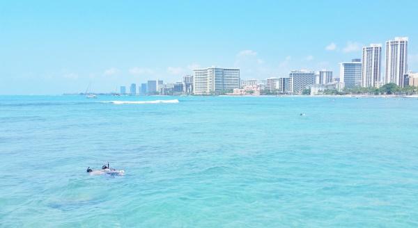 Waikiki Beach: Best snorkeling on Waikiki Beach at Queen's Beach near Sans Souci Park and Kapiolani Park, Oahu, Hawaii