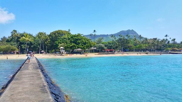 Waikiki Beach: Waikiki Wall and Diamond Head, Oahu, Hawaii