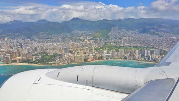 What to wear in Hawaii: What to wear on a flight