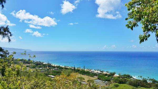 North Shore Pillbox Hike: Ehukai Pillbox Hike with best views towards Waimea Bay, Oahu, Hawaii