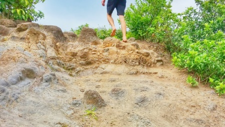 Best shoes for hiking in Hawaii: Barefoot walking. What to wear in Hawaii