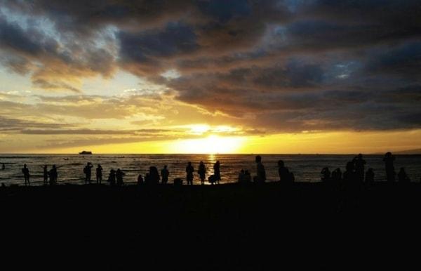 Waikiki Activities Travel Guide: Sunset dinner cruise and free hula show in Waikiki, Oahu, Hawaii. Best things to do in Waikiki.
