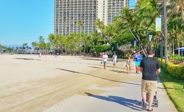 Waikiki Activities Travel Guide: Walking strollers with young kids in Waikiki, Oahu, Hawaii. Best things to do in Waikiki.