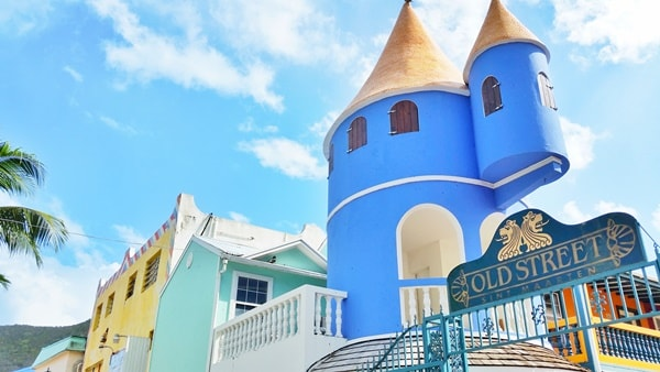 Walking tour in St. Maarten cruise port. What to wear on cruise excursions: Best travel bags, backpacks, and travel shoes/sandals for port day. Caribbean cruise.