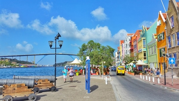 Walking tour in Curacao cruise port. What to wear on cruise excursions: Best travel bags, backpacks, and travel shoes/sandals for port day. Caribbean cruise.