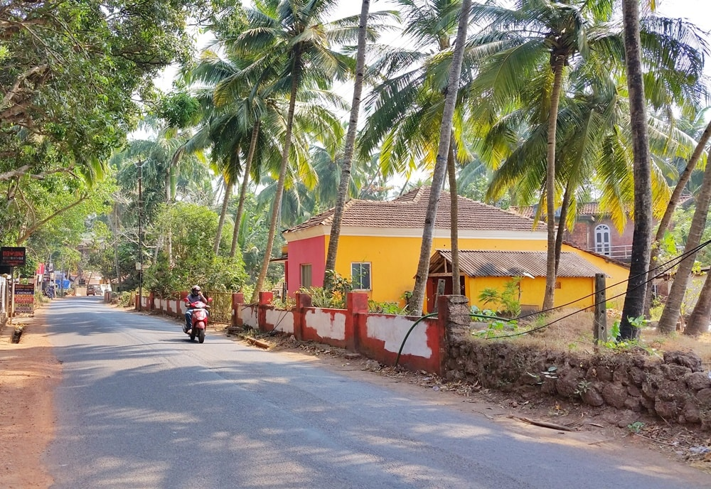 Cycling Goa: Near ferry from Panjim, North Goa streets, India