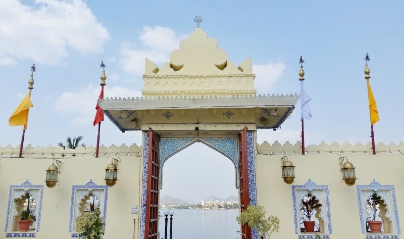 Udaipur itinerary, 4 days: Boat ride to Jagmandir Island palace. Lake Pichola boat ride from City Palace. Best places to visit in Udaipur, Rajasthan, India.
