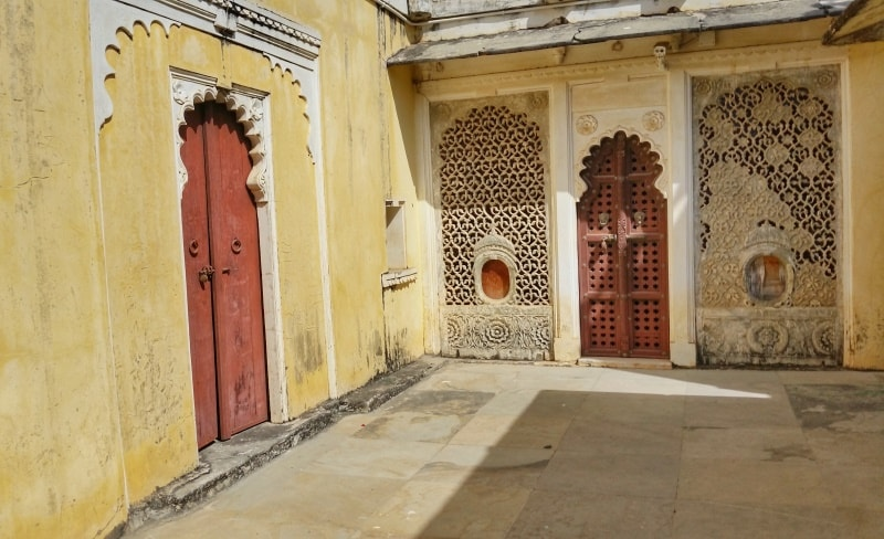 Udaipur itinerary, one day: Bagore-ki-Haveli Museum. Best places to visit in Udaipur, Rajasthan, India.