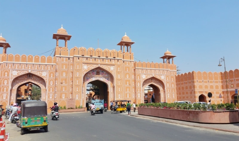 Jaipur itinerary: Best places to visit in Jaipur in 3 days. Pink City, Old City gates in Jaipur. Rajasthan, India