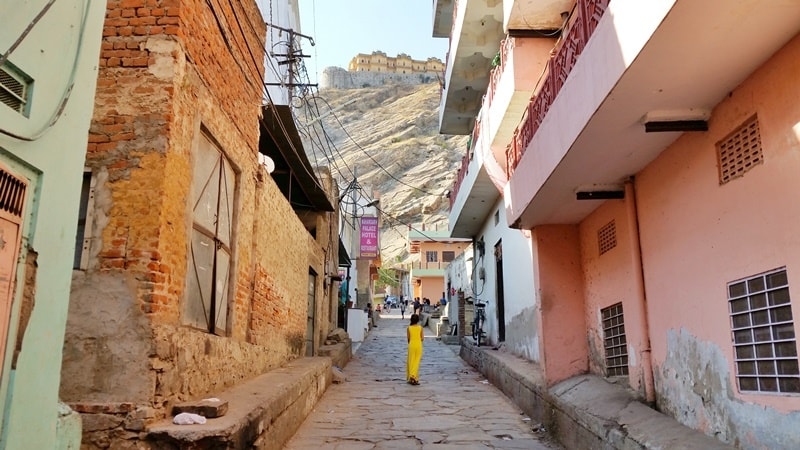 Forts in Jaipur in one day: Jaipur to Nahargarh Fort walking. Rajasthan forts, India