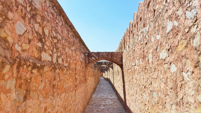 Forts in Jaipur in one day: Walking path from tunnel, Amber Fort to Jaigarh Fort. Rajasthan forts, India