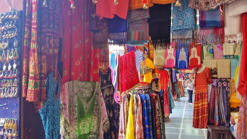 Jaipur itinerary, 3 days: Street shopping in Jaipur, Rajasthan. Indian clothes in Pink City, Old City. Best places to visit in Jaipur, India.