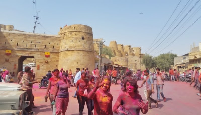 Jaisalmer itinerary, 3 days: Holi festival in Jaisalmer Fort, Rajasthan, India. Best places to visit in Jaisalmer for foreigners.