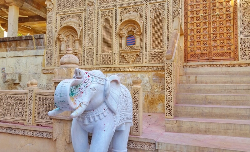 Jaisalmer itinerary: Best places to visit in Jaisalmer in 3 days. Jaisalmer Golden City, elephant. Rajasthan, India