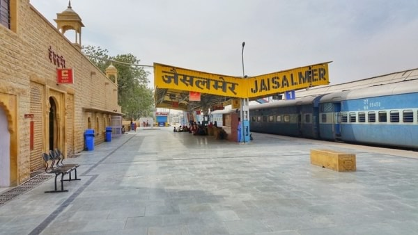Jodhpur to Jaisalmer by train. How to get to Jaisalmer transportation options, best ways. Rajasthan, India