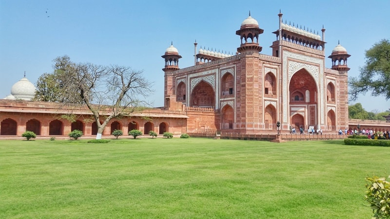 One day in Agra, itinerary: Taj Mahal entry gate, grounds, tourist attractions. How much time at Taj Mahal? Best places to visit in Agra, Golden Triangle, India