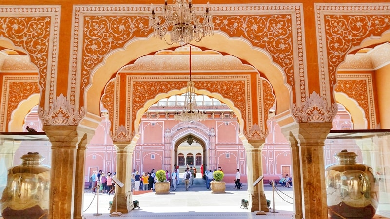 Palaces in Jaipur in one day: City Palace Jaipur, Pink City. Rajasthan palaces, India