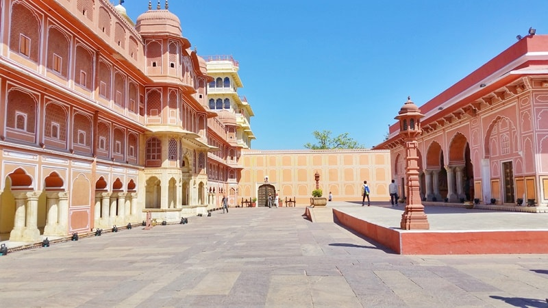 Palaces in Jaipur in one day: City Palace Jaipur, courtyard. Rajasthan palaces, India